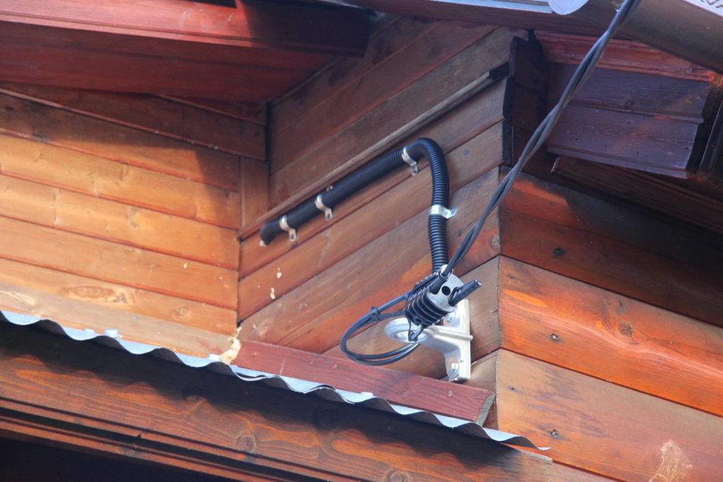 Как сделать ввод электричества в деревянном доме 44
