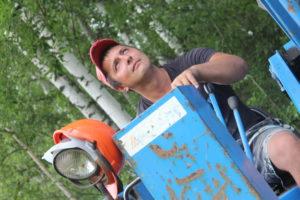 Это Дмитрий - наш виртуозный оператор ямобура!